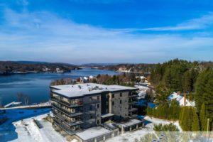 Photo aérienne commercial condominium